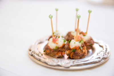 espetinho-de-carne-e-bacon-cardapio-buffet-paulinelli